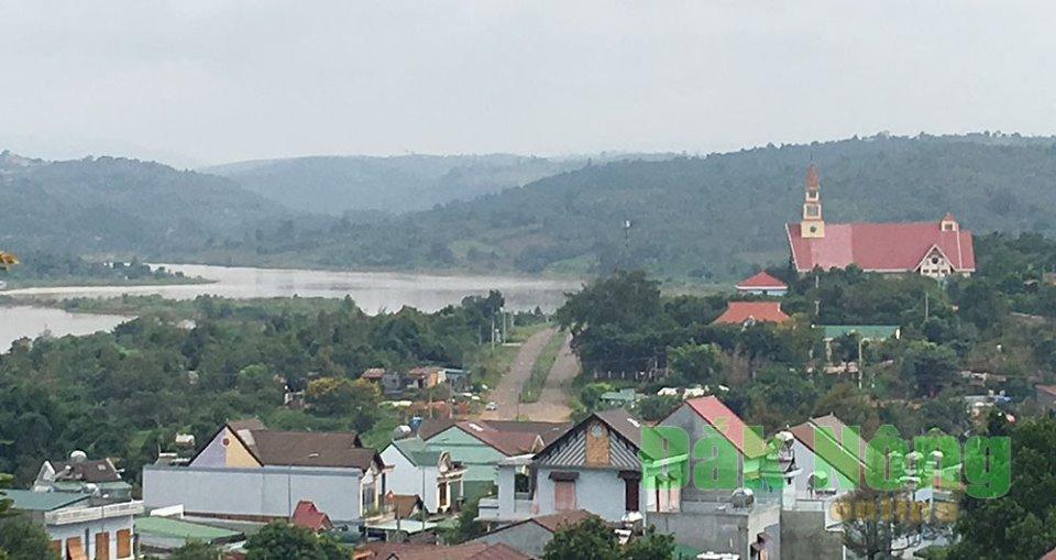Một góc đô thị bên hồ Trung tâm thị xã Gia Nghĩa
