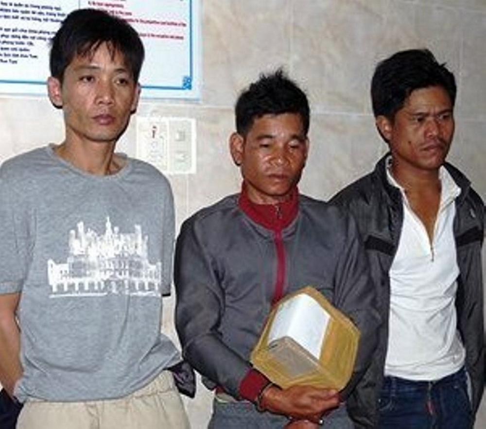 3 đối tượng bị bắt cùng tang vật là ma túy đá
