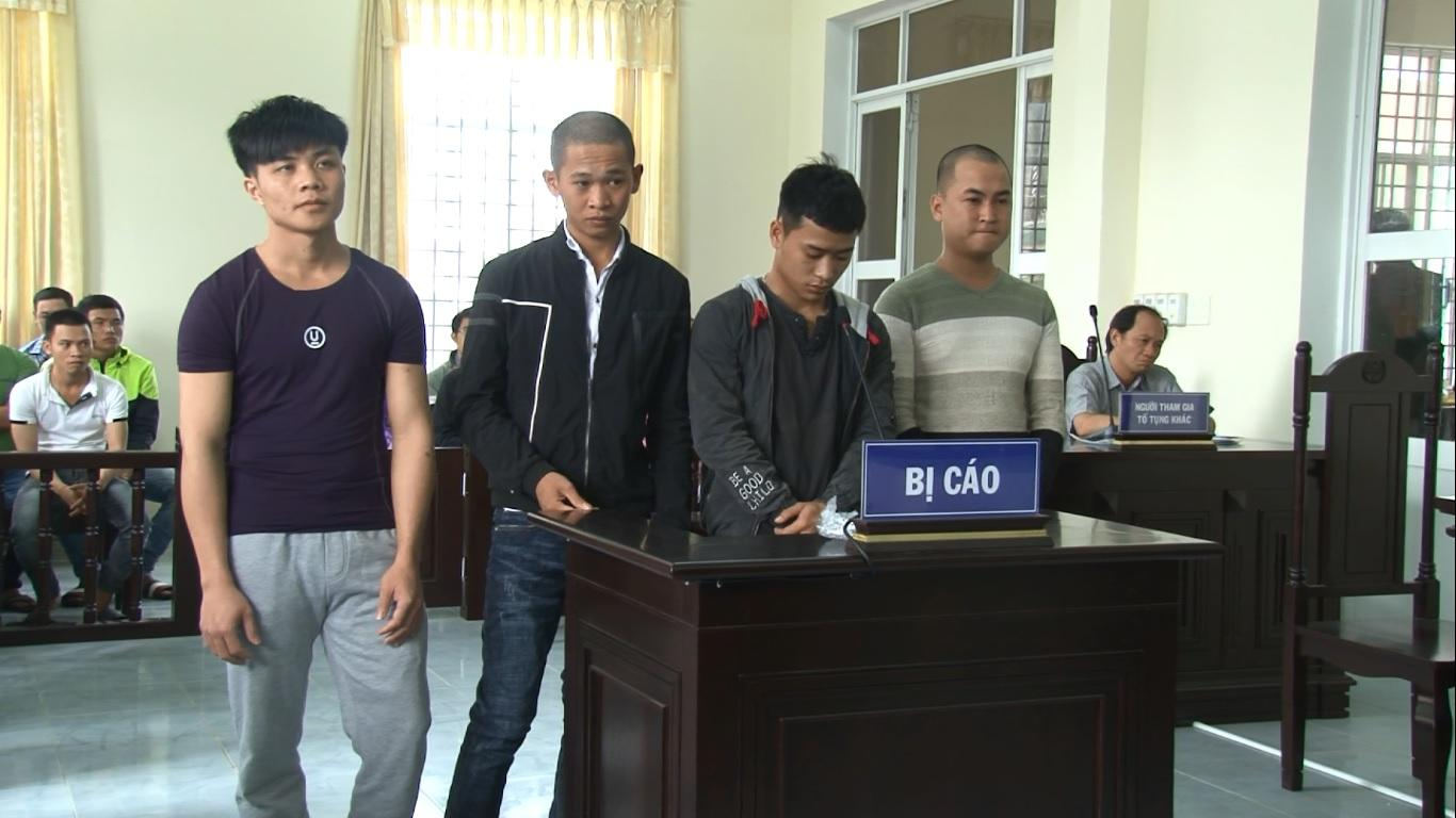 Các bị cáo Sơn, Khải, Mẫn và Tiến (từ trái sang) tại phiên tòa