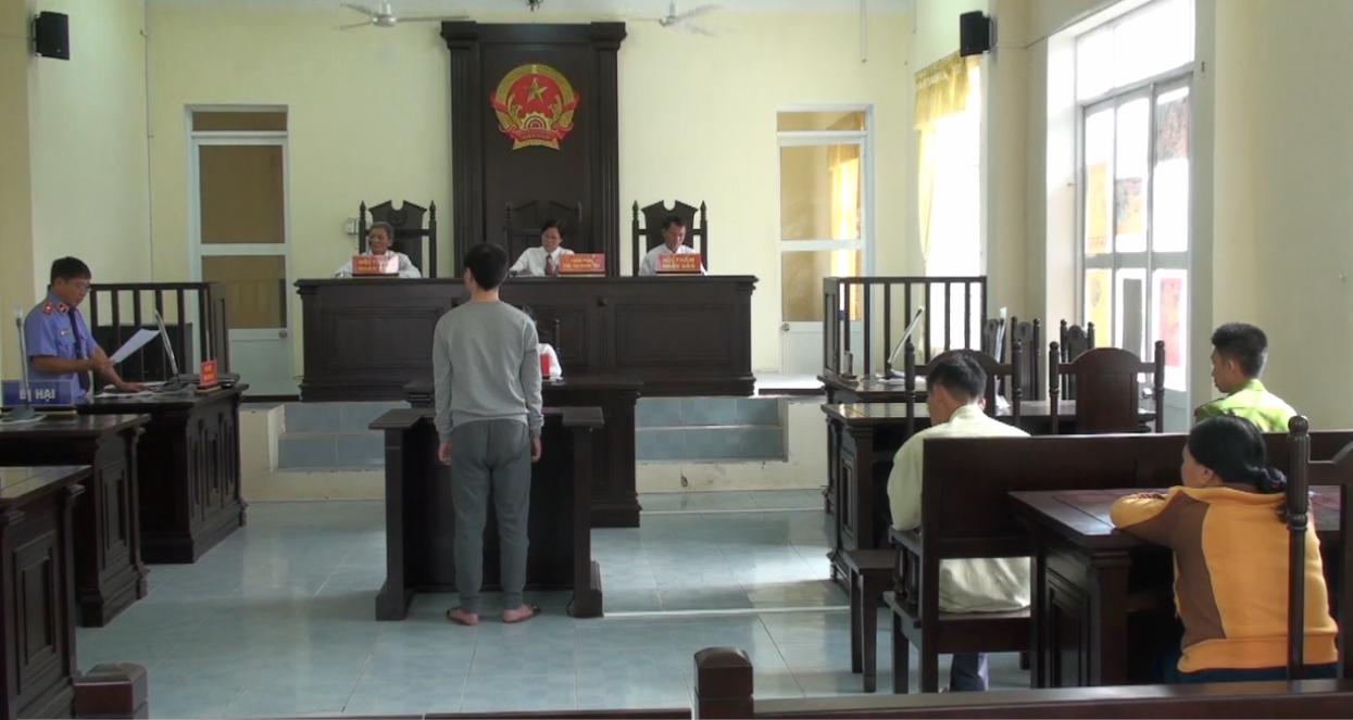 Quang cảnh phiên tòa xét xử