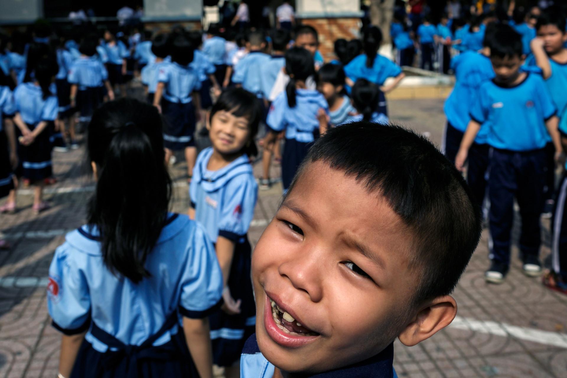 Phòng Công Tác xã hội Bệnh viện Chợ Rẫy chạy vạy xin cho Lâm một suất vào học trường tiểu học Nguyễn Văn Trỗi trên địa bàn quận 2.