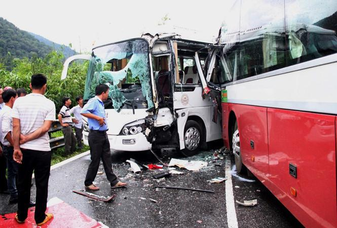 Một vụ tông xe trên đèo Bảo Lộc.