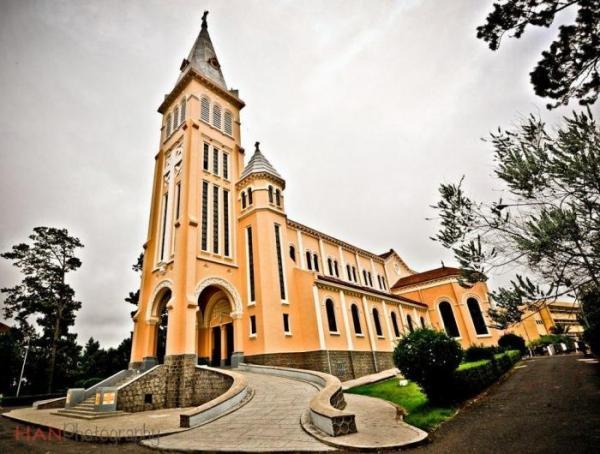 Khi nhắc đến nhà thờ nổi tiếng Đà Lạt người ta sẽ nghĩ ngay đến nhà thờ Con Gà (Nguồn: Mytour.vn)