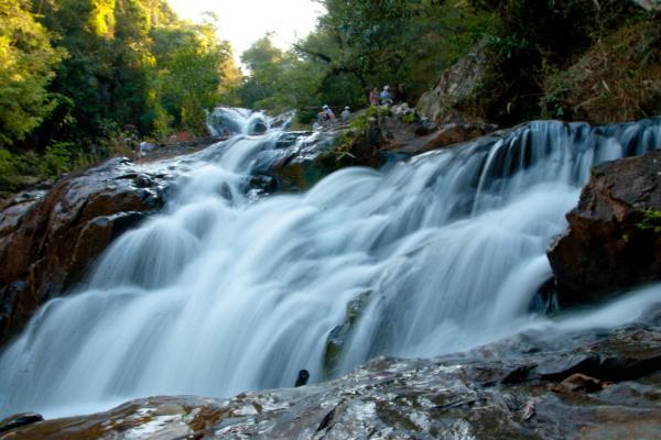 Thác Datanla là một trong những cung đèo thơ mộng nhất Đà Lạt (Nguồn: dulich24.com.vn)