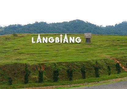 Đỉnh núi LangbiAng ẩn chứa trong mình truyền thuyết về một tình yêu say đắm (Nguồn: dulichdalat24h.com)