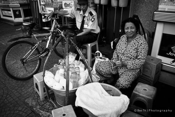 Du khách có thể bắt gặp nhiều quán sữa đậu nành nóng như vậy tại các con phố Đà Lạt. (Nguồn: Bao Tri)