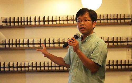 TS Lưu Quang Hưng công bố báo cáo xếp hạng đại học tổng thể đầu tiên tại Việt Nam. Ảnh: Thùy Linh