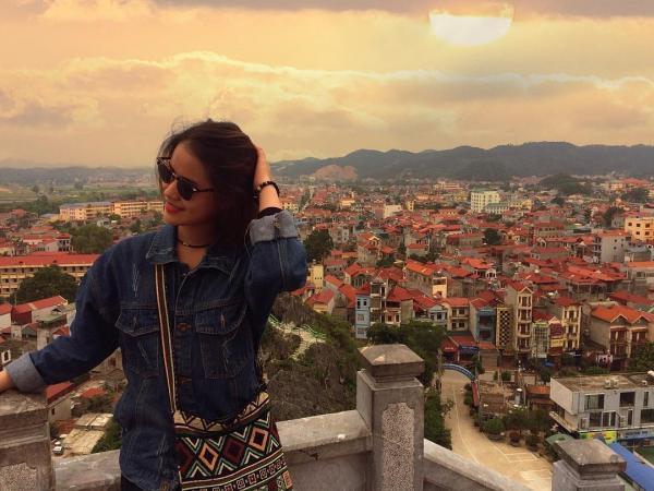Du khách check - in ở núi Phai Vệ. (Nguồn: Ngocle0510)