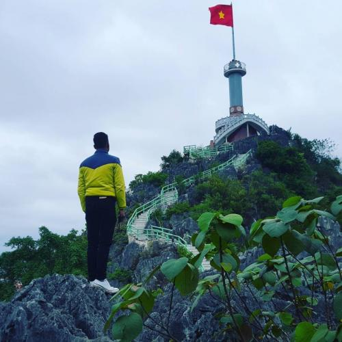 Khi đứng từ trên đỉnh cột cờ Phai Vệ, bạn có thể phóng tầm mắt để chiêm ngưỡng được quang cảnh của thành phố Lạng Sơn. (Nguồn: Khisieuquay1102)