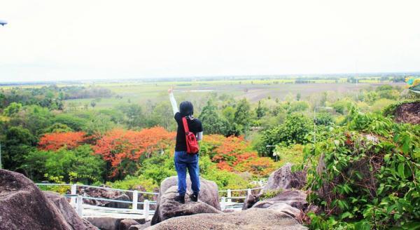 Tức Dụp gây tò mò cho du khách không chỉ là phong cảnh hùng vĩ, với những bậc thang quanh co, mà nơi đây còn nổi tiếng khi ghi dấu những vết tích lịch sử thời chiến. (Nguồn: Xien Danger)