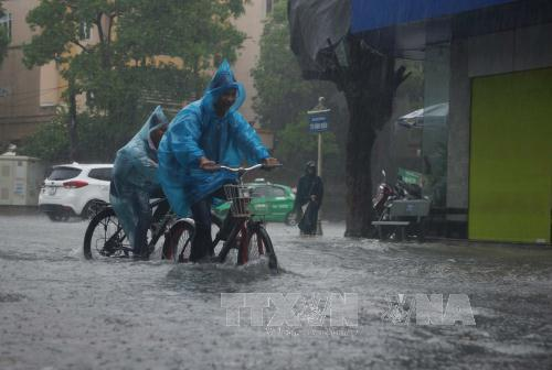 Nhiều vùng trên cả nước có mưa rào và dông về chiều tối.