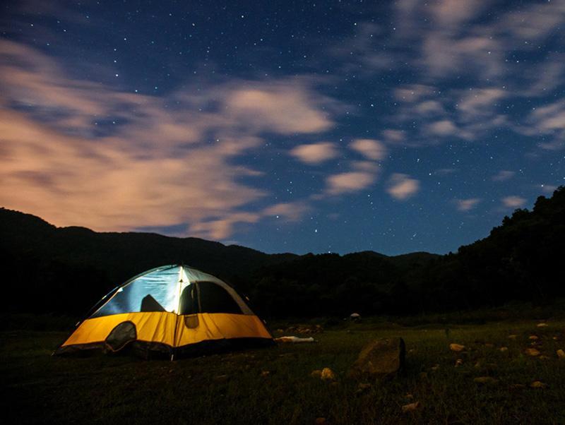 Cắm trại giữa thiên nhiên hoang sơ là trải nghiệm vô cùng thú vị. Ảnh: Internet