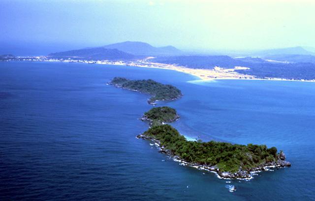Biển đảo Việt Nam không hề thua kém nơi nào trên thế giới. Ảnh: Internet