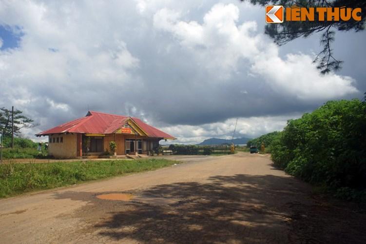 Sân bay đã chấm dứt hoạt động và bị bỏ hoang nhiều năm trước khi được Cục Hàng không Việt Nam bàn giao cho Quân chủng phòng không – không quân Bộ Quốc phòng cuối năm 2010.
