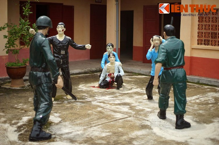 Phong trào đấu tranh của tù nhân trong nhà lao diễn ra mạnh mẽ với nhiều sự kiện ghi dấu ấn sâu đậm. Ngày 21/11/1971, 5 tù nhân thiếu niên đã thực hiện kế hoạch mổ bụng ngay tại sân chào cờ để phản đối sự đàn áp của địch, khiến chúng khiếp sợ.
