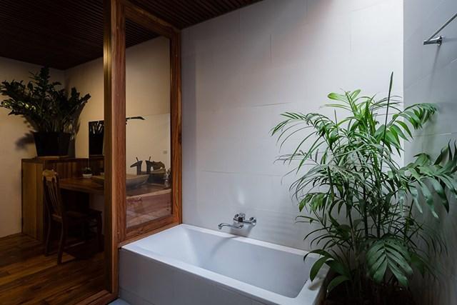 Bồn tắm hiện đại.