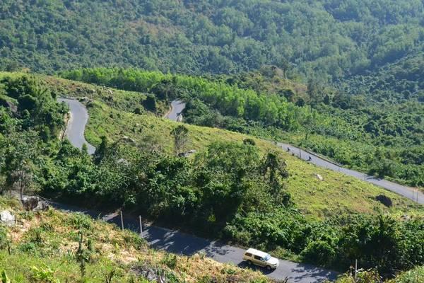 Đèo Khánh Sơn được chụp từ trên cao. (Nguồn: panoramio)