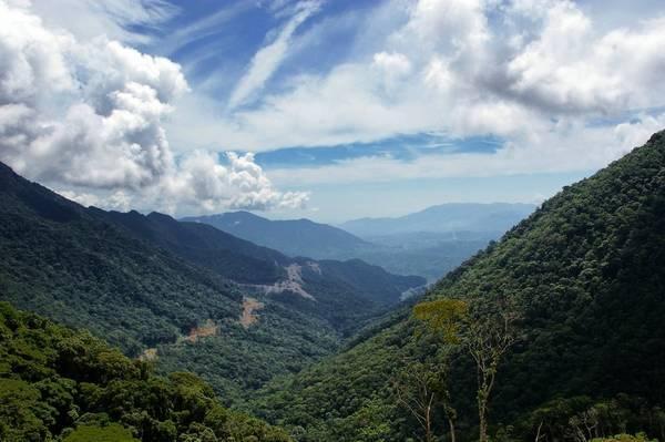 Khung cảnh thiên nhiên, hùng vĩ khiến ai cũng mê mẩn. (Nguồn: Panoramio)