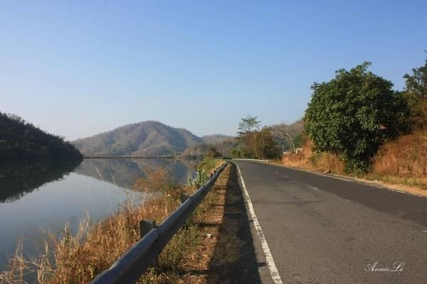 Đường lên đèo Đại Ninh khá đẹp. (Nguồn: Annie Le)