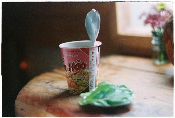 Theo nhiều bạn trẻ từng đến với tiệm cà phê cô Bông nhận xét rằng, không chỉ thu hút thực khách ly café đúng vị, mà quán cafe hoài niệm Đà Lạt này còn bởi background sống ảo quá ưng ý.
