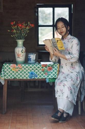 Không chỉ có những món ăn vặt thần thánh, quán cafe tại Đà Lạt này còn có thứ báu vật đó là kho truyện ngày xưa như Kính Vạn Hoa, Doraemon hay những cuốn sách giáo khoa cũ.