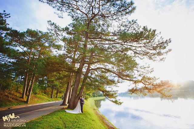 Bên hồ Xuân Hương thơ mộng…