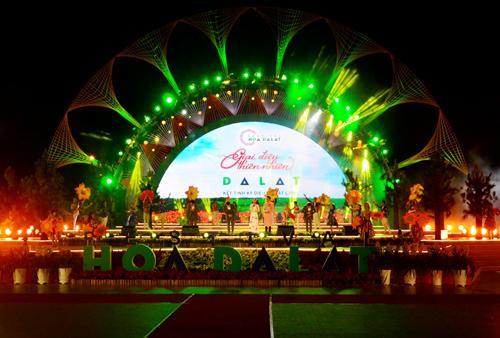 Hình ảnh lễ bế mạc Festival Hoa Đà Lạt 2017. Ảnh: VGP/Thế Phong