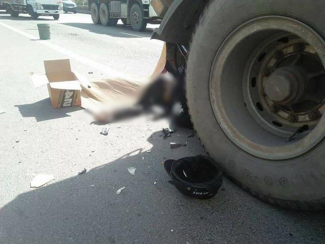 Thi thể nạn nhân nằm ở phía đuôi xe container