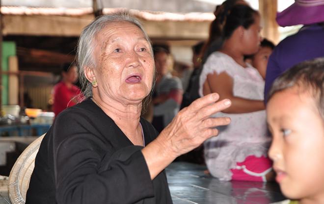 Bà Huỳnh Thị Trưởng, người bán rau ở chợ Suối Cát. Ảnh: Ngọc An.