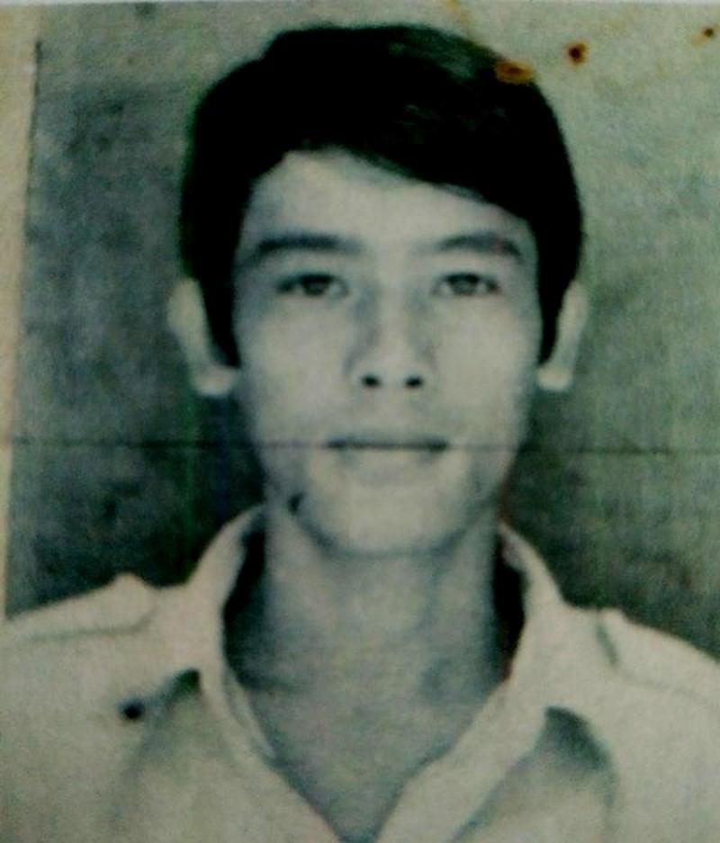 Chân dung Phạm Văn Hộ trong lệnh truy nã. Ảnh Huy Trường (Chụp lại từ hồ sơ Công an tỉnh Quảng Ngãi)