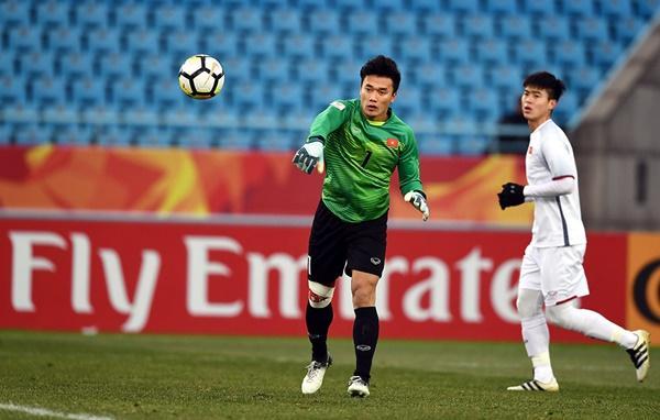 Với màn trình diễn xuất sắc và góp công lớn đưa Việt Nam vào chung kết tại giải vô địch bóng đá U23 châu Á, Bùi Tiến Dũng đang là người hùng số 1 trong lòng hàng triệu người dân Việt Nam.