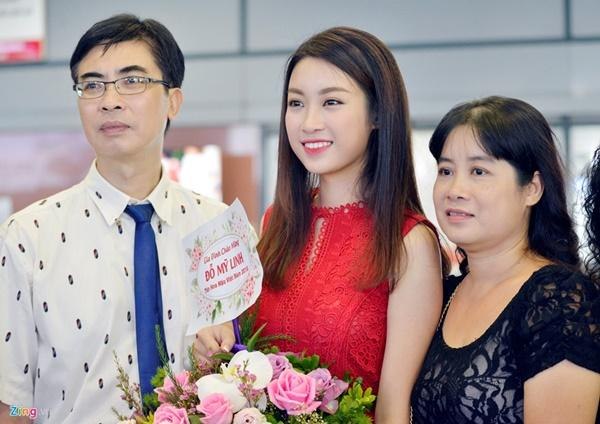 Trước màn thả thính của con gái với tuyển thủ quốc gia, mẹ hoa hậu Mỹ Linh tỏ ra rất bình thản.