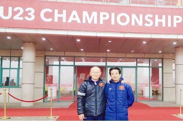 BS. Nguyễn Trọng Thuỷ và Huấn luyện viên Park Hang Seo.
