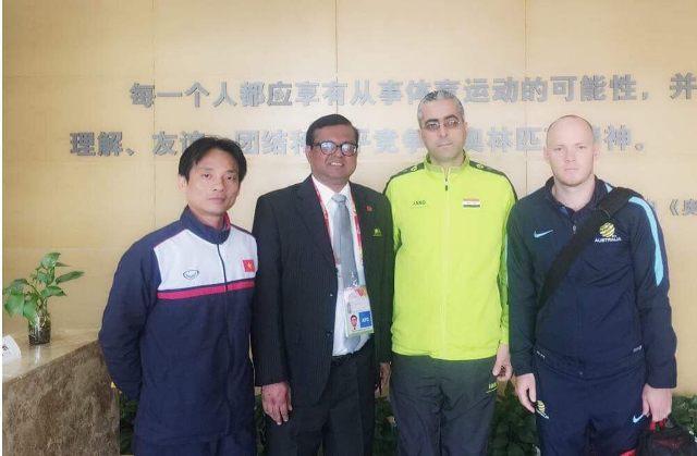 """BS Thuỷ tham dựkhoá học """"Xử trí ban đầu và điều trị các chấn thương thể thao"""" do AFC (Liên đoàn bóng đá Châu Á) tổ chức tại Trung Quốc."""