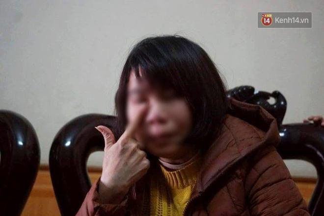Cô giáo Loan không ngừng khóc khi kể lại sự việc.