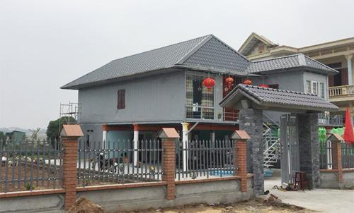 Ngôi nhà có tông màu xám giản dị nhưng kết cấu xây dựng lạ và dùng thiết bị thông minh.