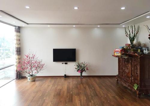 Các phòng sơn trắng, lát sàn gỗ như các căn nhà ở thành phố.