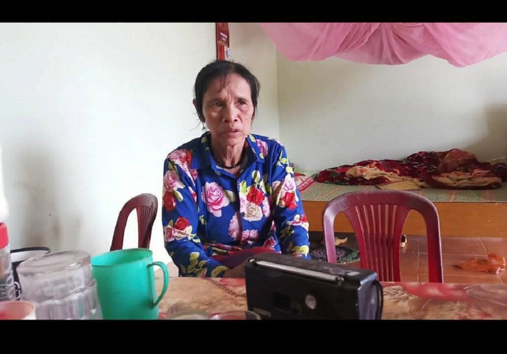 Bà Nguyễn Thị Huệ trao đổi với PV. (ảnh Thiện Quyền).