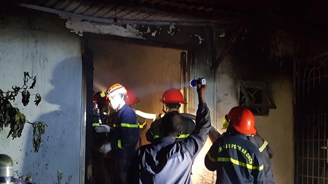Sau 30 phút nỗ lực cảnh sát PCCC đã khống chế ngọn lửa. Ảnh: Lâm Đồng.