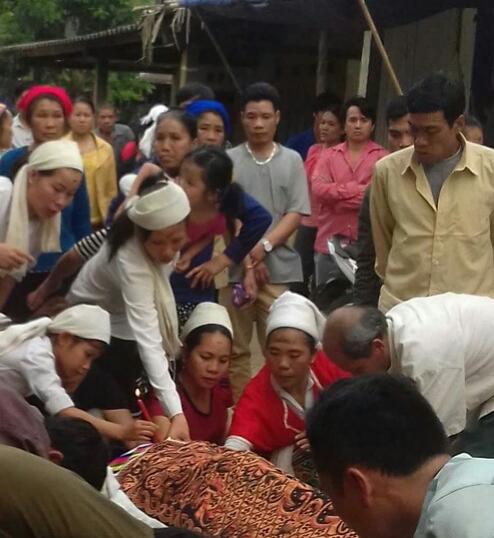 Gia đình làm lễ mai táng cho chị K.