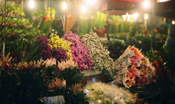 Chợ hoa lung linh về đêm. (Nguồn: dulichvn.org.vn)