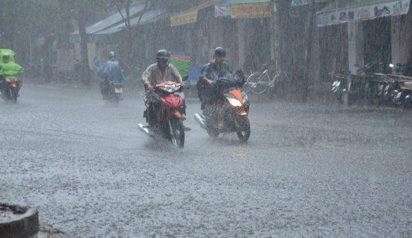 Từ chiều tối nay, Hà Nội chuyển mưa dông