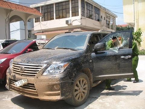 Chiếc xe trị giá hơn 4 tỷ đồng bị cơ quan cảnh sát thu giữ (Ảnh: Tiền Phong)
