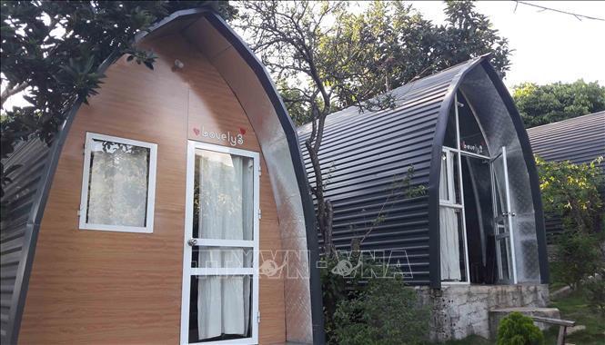 Homestay Đồi House thiết kế theo hình cánh buồm nằm trên đồi Tây Tiến ở thị trấn Mộc Châu, huyện Mộc Châu, tỉnh Sơn La.
