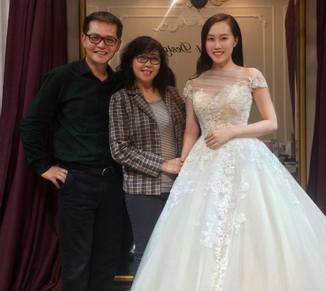 Trung Hiếu và vợ 9X đi thử váy cưới.