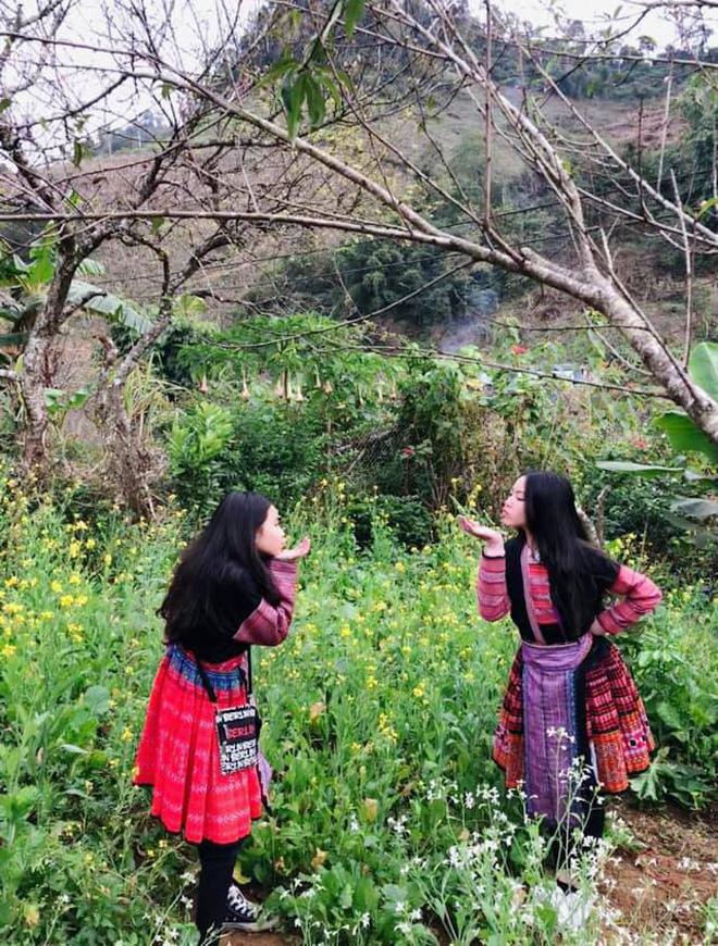 Các con gái của Quyền Linh đã có những giây phút trải nghiệm tuyệt vời về mùa đông, cuộc sống đồng bào dân tộc vùng cao, và học hỏi được rất nhiều thứ bổ ích, ý nghĩa.