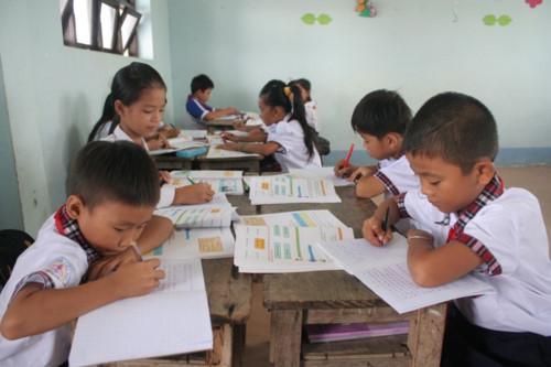 HS Trường TH Thới Bình C (huyện Thới Bình, Cà Mau) trong giờ học. Ảnh: Quốc Ngữ