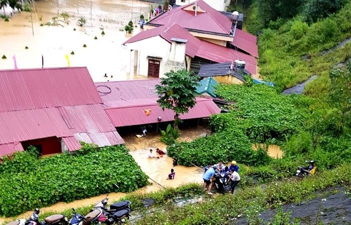 Trường THCS xã Si Ma Cai trong biển nước