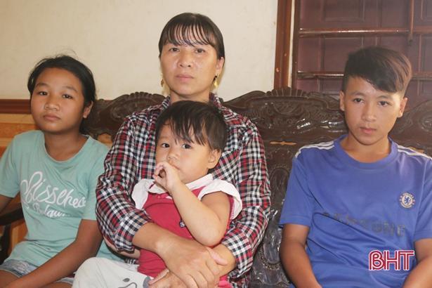 Cuộc sống gia đình chị Ngũ chưa có gì khá giả, số tiền bị lừa là nhờ đi vay mượn hàng xóm.