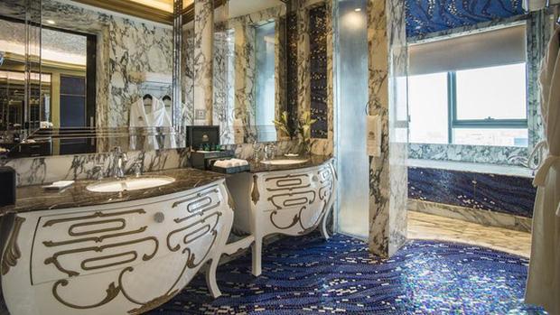 Phòng đắt nhất của khách sạn này thậm chí lên tới gần 350 triệu/ đêm.